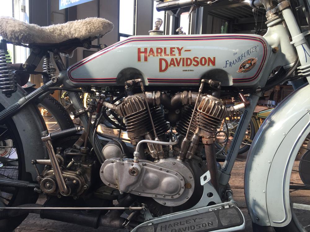 harley davidson classics magic bike r desheim. Black Bedroom Furniture Sets. Home Design Ideas